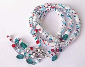 Winter Beaded jewelry set, White  Crochet beads rope necklace, Beadwork jewelry set, white snow, christmas red berries, moss green