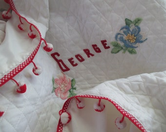 CUTE Vintage Baby Crib Blanket Coverlet Quilted White Embroidered Flower Patches GEORGE Name Red Pom Pom Trim LA-91