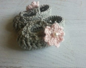 Dainty Flower Booties