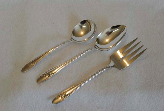 "3 Pcs 1946 ONEIDA Silverplate QUEEN BESS.. Soup Spoon, 8"" Tablespoon, Meat Fork"