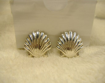 Vintage 1970s Silver Plated Shell Post Back Earrings