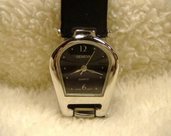 Vintage 1980s Geneva Horseshoe Watch