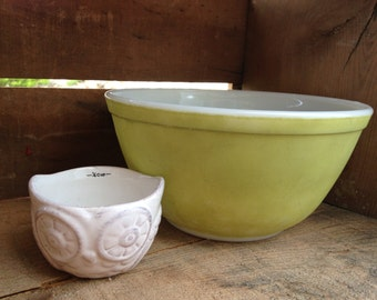 Avocado Green Vintage Pyrex  Bowl