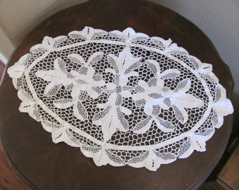 """Lovely Antique Oval Ivory Crocheted Doily 14"""" x 22"""""""