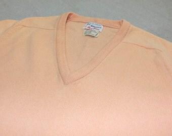 vintage 1980's Men's -Alan Paine- V-neck pullover sweater. Peach - Lambswool - Saddle shoulder. England. Medium