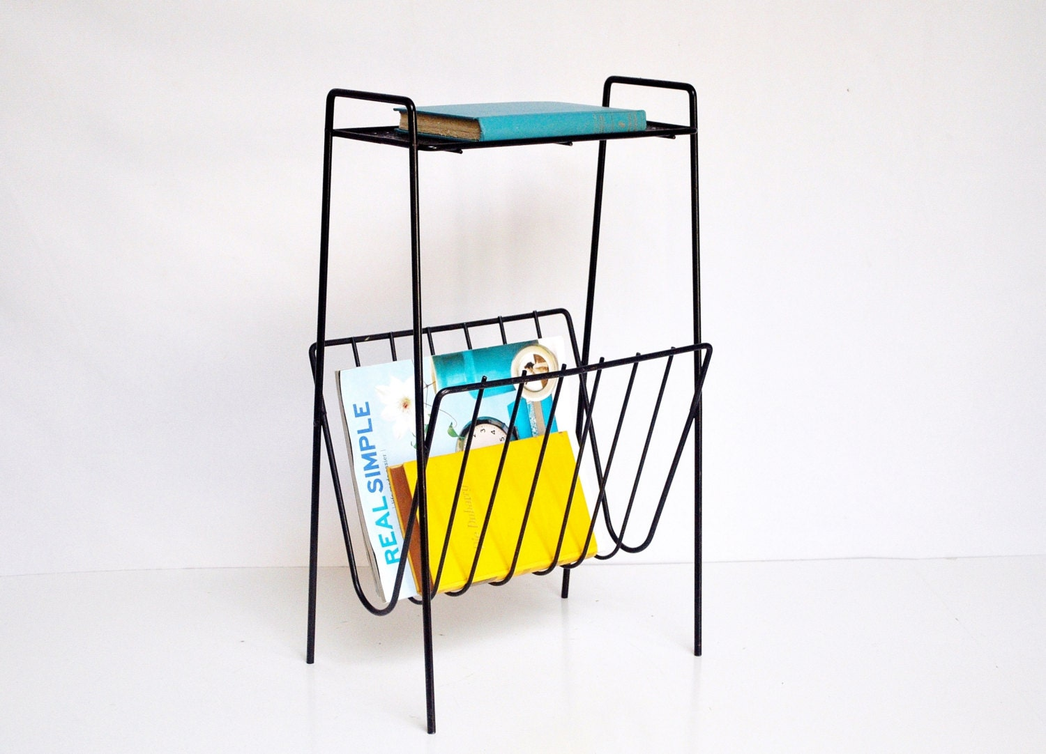 mid century wire magazine rack or shelf. Black Bedroom Furniture Sets. Home Design Ideas