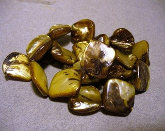 Mother of Pearl Nuggets Golden Brown 15 - 20MM
