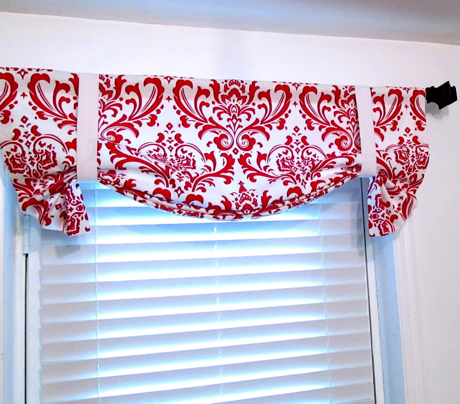 tie up curtain valance red white damask by supplierofdreams. Black Bedroom Furniture Sets. Home Design Ideas