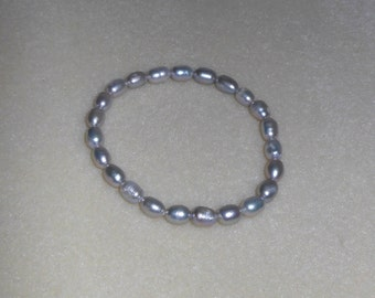 Simply Pearls/Genuine freshwater pearl bracelet on stretch elasticity cord/Grey