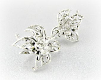 Vintage Silver Flower Earrings, Daisy Leaf Earrings, Silver Filigree Earrings, Clip-on Earrings, 1950s 1960's Art Nouveau Costume Jewelry