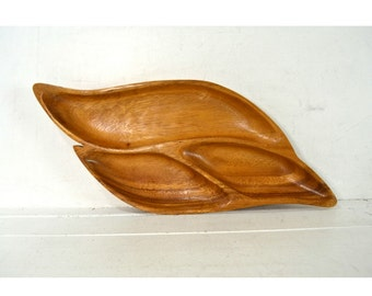 Vintage Hawaiian Monkey Pod Wood Leaf Shaped Serving Picnic Party Tray / Bowl // House of Monkey Pod