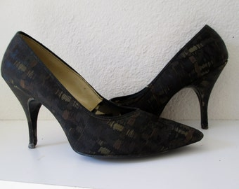 Vintage pin up pumps in black and metallic brocade size 7M made in Italy 1960's