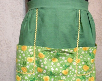 1960s Cotton Apron, Vintage Apron, Mid-Century Accessory for the Kitchen, Cheery/Bright Cotton VINTAGE APRONS, Christmas Baking with Family