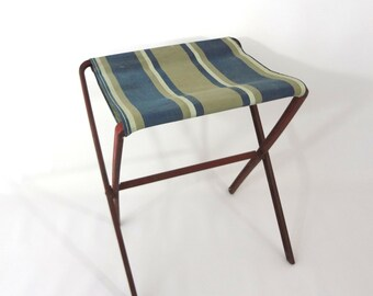 VINTaGE CAmP STooL REd METaL LEGs STRIpED FAbRIC SEaT FOLdING