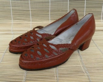 Vintage Lady's Brown Woven All Leather Leather Slip On Shoes Sandals Size: EUR 37 US Woman 6 1/2