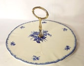 Sarreguemines cake plate, sandwich plate, with carrying handle, in Rose Bleue