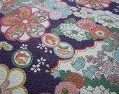 Tissu japonais motifs fleurs fond gaufré violet- 50 cm