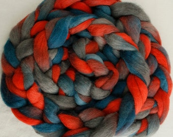 Hand-dyed Haunui New Zealand Halfbred combed wool roving (tops) - 100gr (approx 3.4oz) Bluegum over natural Light Grey