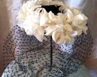 Man Men Vintage 1950s White Floral Hat with Veil