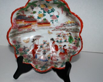 Japanese Kutani   Geisha   fluted bowl decorative bowl  candy bowl  display bowl