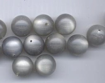 25 gorgeous moonglow lucite beads 22-3 - silvery grey - 14 mm rounds