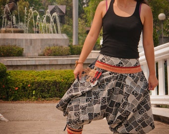 Thai Tribe pants, Cotton, Akha / Hmong Style in shades of grey with orange/red details