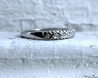 Vintage 18K White Gold Diamond Wedding Band - 0.14ct.