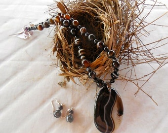 19 Inch Black and Brown Striped Agate Necklace with Large Pendant and Earrings