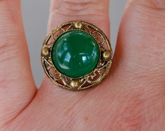 Vintage Czech Glass Ring Green Art Glass Antique Gold Tone Filigree Adjustable New Old Stock 1950's // Vintage Costume Jewelry