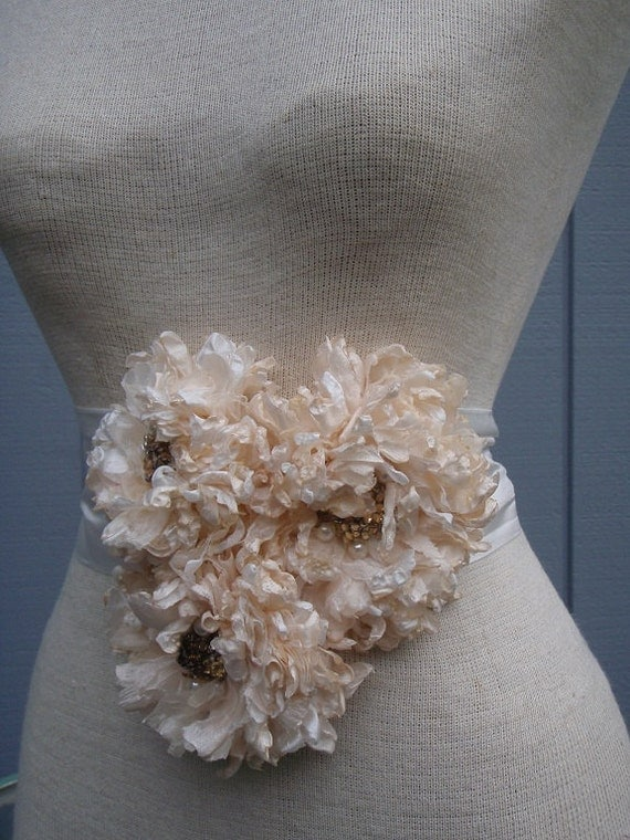 Weddin sash, bridal  Belt,  Peach and  white color  sash,    bridal belt , bridal sash,   flower sash, wedding accessories, bridal gift.