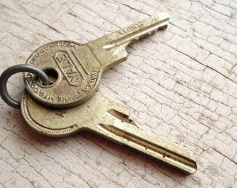 Vintage Keys, 2 Vintage Keys, Old Keys, Supplies, Thick Keys, Small Keys, Key Metal, Jewelry, Shadow Boxes, Props, All Vintage Man