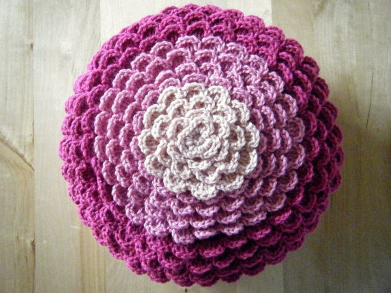 Free Crochet Patterns Flower Pillows : DIY Crochet Pattern: flower pillow round pillow cover