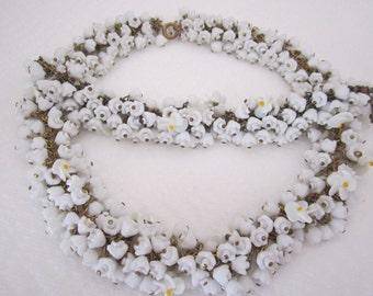 Vintage white glass flower garland necklace and bracelet. white necklace. flower necklace; flower jewelry.