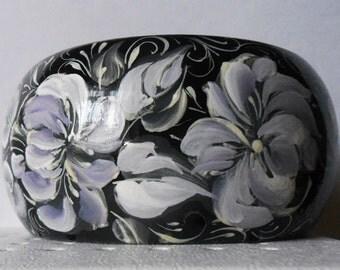 Bracelet in the Russian style Volkhovskaya black with white flowers  handmade.