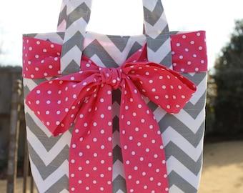 LARGE gray and white CHEVRON stripe zigzag Handbag/ Diaper Bag/ Purse/ Tote/ Beach Bag with Fuchsia Polka Dot Bow/Sash and 4 Pockets