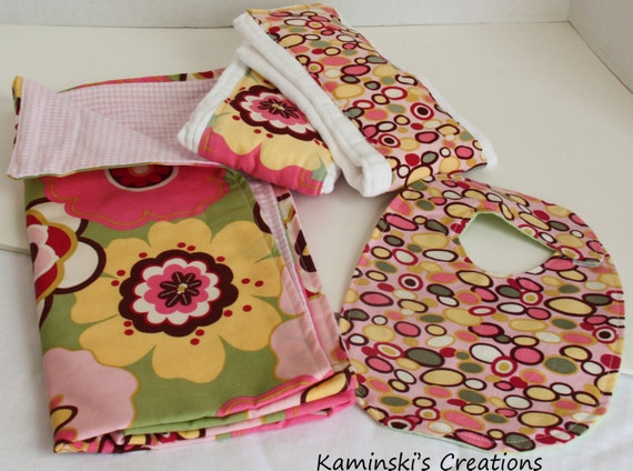 Baby Gift Set: Blanket/Bib/2 Burp Cloths