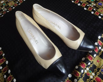 Vintage CHANEL beige and black leather shoes, classic pumps.  EU 36, US5.5. small size