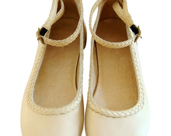 ELF. Ivory leather ballet flats / womens flat shoes / bridal leather flats / wedding. Sizes: US 4-13. Available in different leather colors.