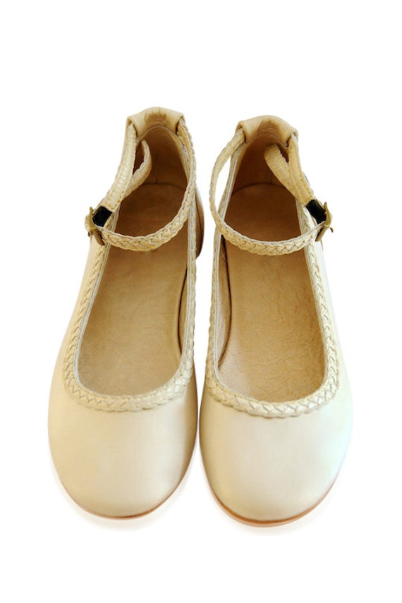 Free shipping on flower girl shoes & accessories at nakedprogrammzce.cf Shop for flats, sandals, sashes, headbands & more. Totally free shipping & returns.