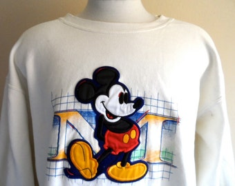 vintage 80s 90's Walt Disney Mickey Mouse Classics embroidered applique logo cream white fleece graphic sweatshirt crew neck pullover jumper