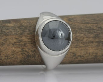Hematite and sterling silver ring, size 3 1/2, #488.