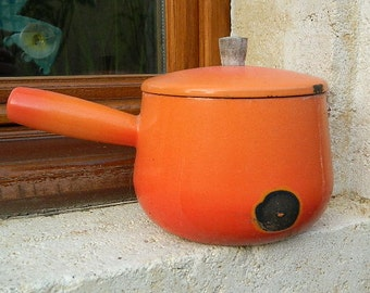 "1950 French Vintage ""saucepan email"""