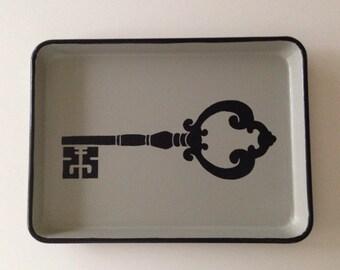 M black skeleton key gray tray