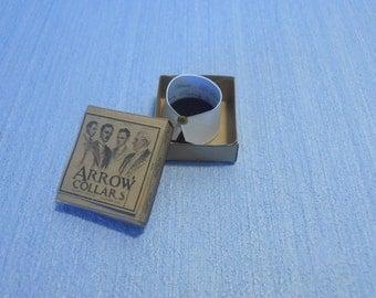Gaël Miniature Gentleman box  detachable collars