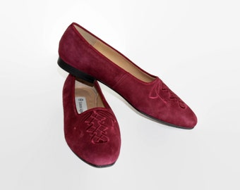 Vintage suede flats by Etienne Aigner. Oxblood embroidered slip-on. Ballet shoes. Size 8. Burgundy loafers. Wine Bordeaux. Mother's day gift