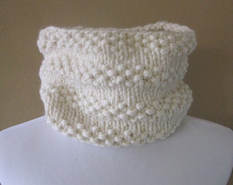 Chunky Knit Cowl in Cream