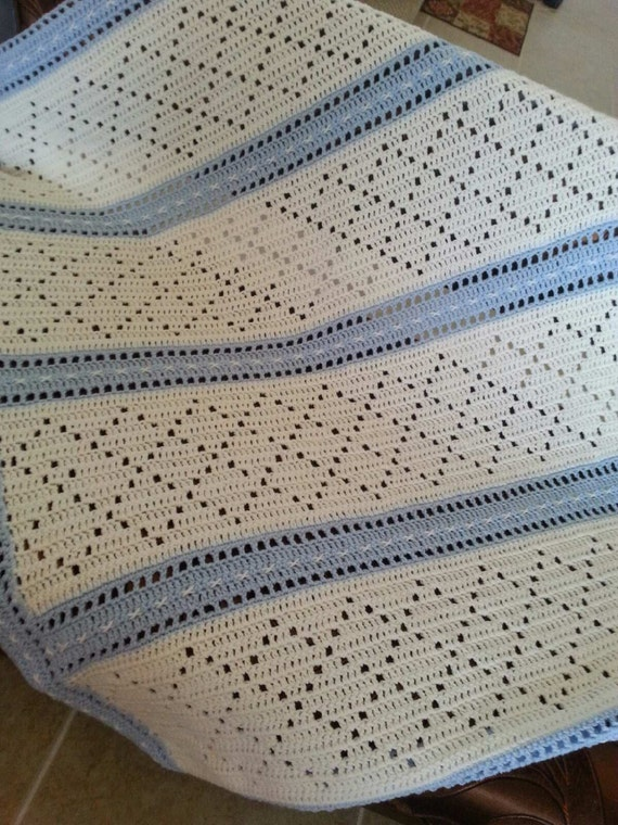 Crochet Baby Blanket Diamond Pattern : Crochet blue and white diamond pattern baby boy blanket