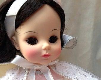 "Madame Alexander / Snow White 14"" / Original Box / Brunette Doll"