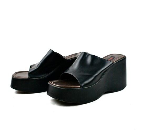 90s Vintage Platform Sandals / Black / Faux Leather / VEGAN