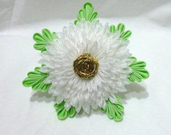 Large white kiku - maiko tsumami kanzashi flower